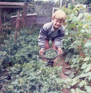 Andrew picking peas in 1986